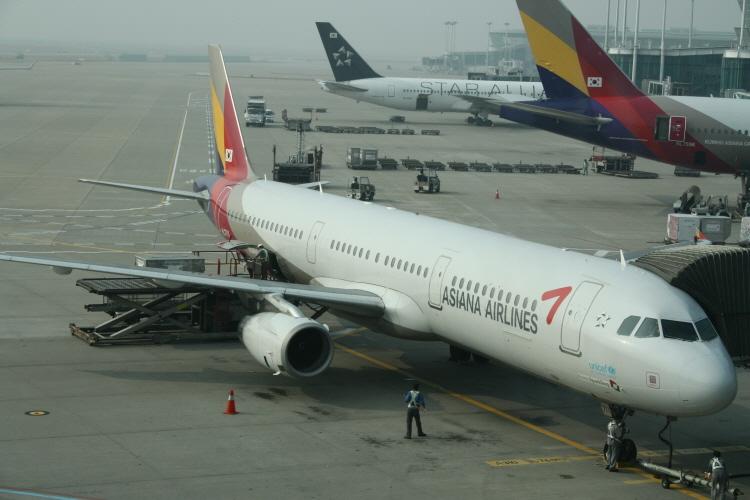 아시아나항공 OZ176