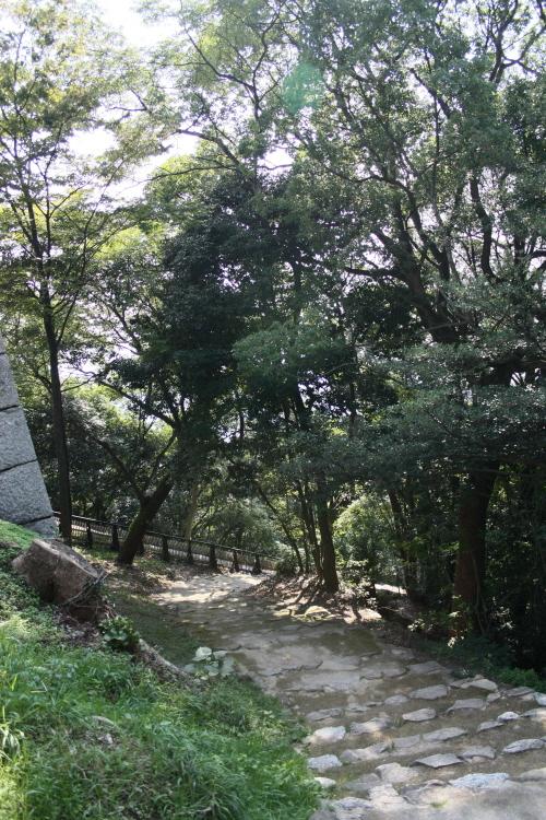 마쓰야마성 니노마루사적정원 가는 길